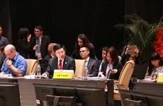 越南政府副总理兼外长范平明出席APEC外交和贸易部长级会议