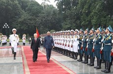 越共中央总书记、国家主席阮富仲为印度总统举行隆重的欢迎仪式
