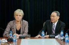 德国左派党代表团对越南橙剂受害者表示同情