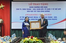 世界卫生组织西太平洋地区主任荣获越南友谊勋章