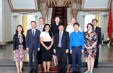 胡志明市领导会见澳大利亚政治交流理事会代表团