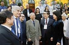 邓氏玉盛会见参加亚欧新音乐节的代表团