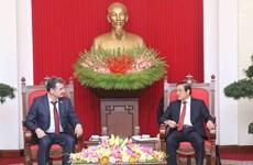 哈萨克斯坦共产主义人民党代表团访问越南
