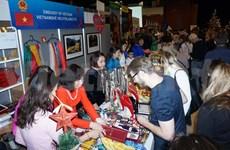 越南蚕丝产品在2018年布拉格圣诞慈善义卖活动展示