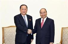 越南政府总理阮春福会见朝鲜外交部长李勇浩