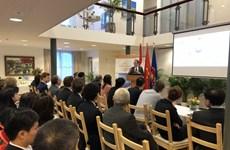 越南驻荷兰大使馆举行有关气候变化和安全的圆桌会议
