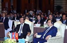 政府总理阮春福与柬埔寨首相洪森出席越柬商业论坛