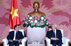 越南国会副主席汪周刘会见老挝司法部部长塞西•桑迪翁