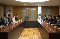 越韩加强职业教育和新闻传播经验交流