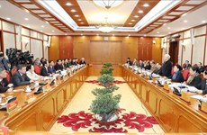 越共中央政治局同海防市委常务委员会举行工作会议