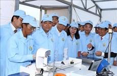 越南政府总理阮春福走访考察安江省高科技查鱼种苗生产基地
