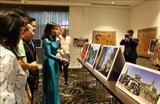 越南磨漆画和摄影作品亮相澳大利亚