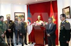 越南与阿尔及利亚军队巩固友好合作关系
