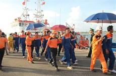海上遇险的10名船员安全救送上岸 1具船员尸体已找到