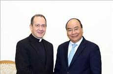 越南政府总理阮春福会见梵蒂冈外交部副部长安东内伊·卡米莱利