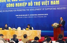阮春福总理主持促进越南辅助工业发展各项措施会议