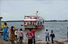 广南省首艘钢壳船成功下水