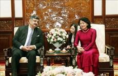 邓氏玉盛会见国际SOS儿童村主席考尔