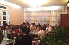 越南警方抓获涉嫌银行卡复制和网络赌博的22名中国籍犯罪团伙