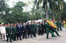 越南人民军建军74周年:国会副主席杜伯巳赴河江省出席河江省烈士追悼会