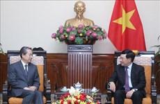 政府副总理兼外长范平明会见中国驻越大使熊波