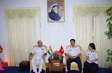 印度海军副参谋长造访越南海军学院