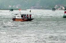 尽快搜寻海上遇险KH 90208 TS号渔船上的10名渔民