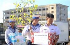 越南海洋岛屿:为海上军民送年货、送温暖