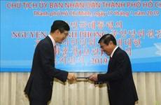胡志明市人民委员会主席阮成峰荣获韩国总统的文化勋章