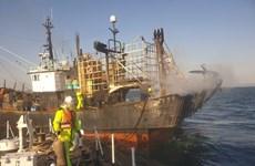 韩国渔船起火事故:为两名越南籍船员提供紧急救助