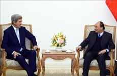 阮春福总理会见美国前国务卿克里