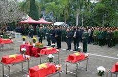 河江省为11名英雄烈士举行安葬仪式