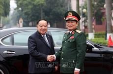 泰国副总理兼国防部部长巴维·翁素万访问越南