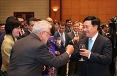 越南的成功离不开各国外交使节、国际组织代表的贡献