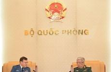 促进越南与加拿大防务合作