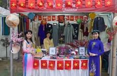 越南传统服装——奥黛亮相孟加拉国国际手工艺品展