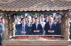 越南领导代表赴平定省出席玉回-栋多大捷230周年纪念典礼