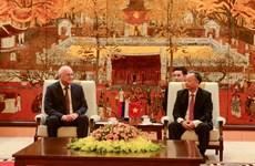 河内市领导会见俄罗斯总统反腐败局副局长亚历山大•阿尼金