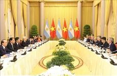 越共中央总书记、国家主席阮富仲与阿根廷总统马克里进行会谈