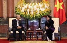 越南国家副主席邓氏玉盛会见泰国最高法院代表团