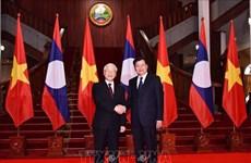 阮富仲会见老挝政府总理和国会主席
