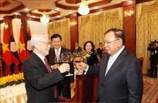 老挝领导人为阮富仲一行举行招待宴会