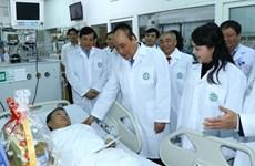 阮春福总理:医务人员队伍是默默奉献者