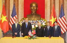 阮富仲与美国总统特朗普见证两国4个合作文件的签署