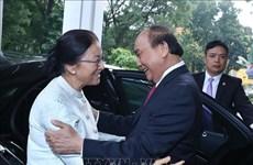 越南政府总理阮春福会见老挝国会主席巴妮
