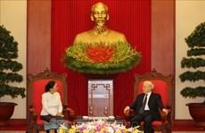 越共中央总书记、国家主席阮富仲会见老挝国会主席巴妮