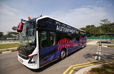 全球首批无人驾驶的大型公交车在新加坡测试