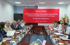 比利时议会代表团和比利时驻越大使对芹苴市进行工作访问