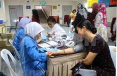旅居马来西亚越南人接受免费的心血管疾病咨询