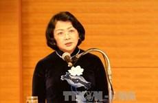 越南国家副主席邓氏玉盛在昆嵩省调研